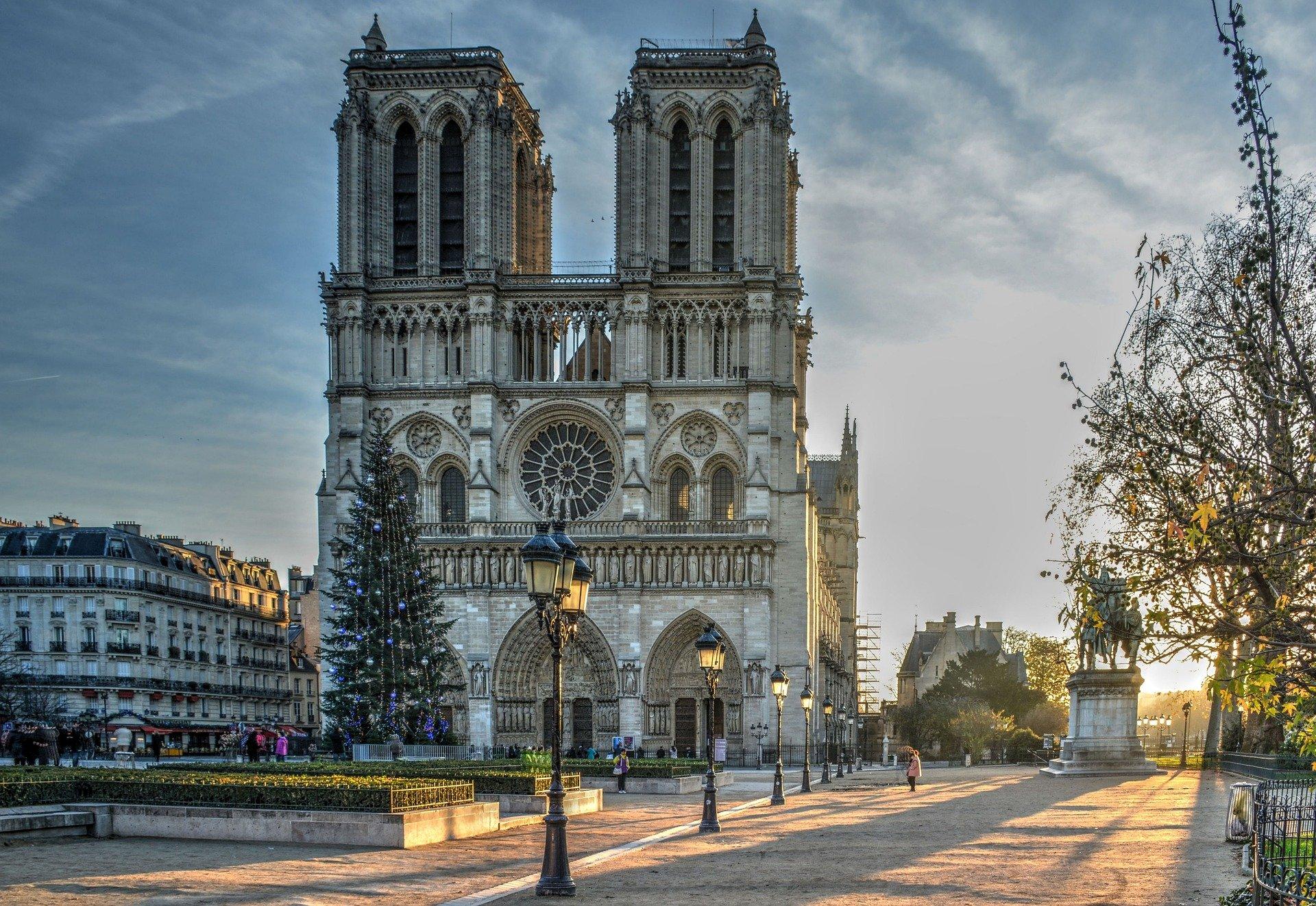 À Notre-Dame, les matériaux livrent leurs secrets | Reportage CNRS